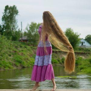 """Mái tóc dài đáng ngưỡng mộ của """"công chúa tóc mây"""""""