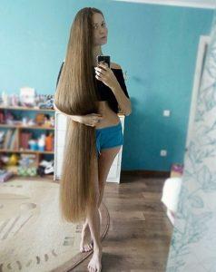 Đây là tóc tự nhiên, không hề nhuộm của Daria Gubanova