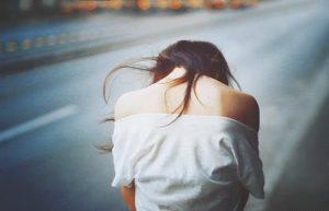 Em thật ích kỉ khi cứ mãi giữ anh trong tim mình