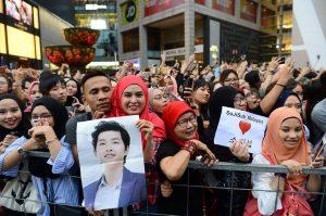 Hàng nghìn fan kéo đến vì chồng Song Hye Kyo