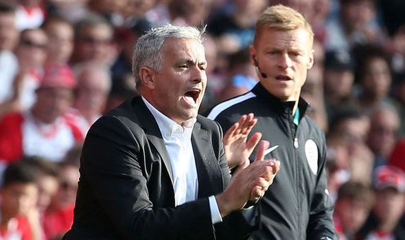 Canh bạc và cạm bẫy của HLV Mourinho