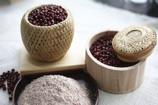Dưỡng da bằng bột đậu đỏ an toàn tại nhà