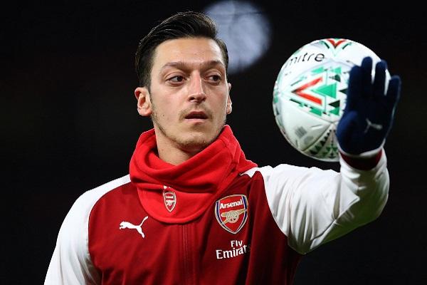 Ray Parlor khẳng định Arsenal không nên bán Ozil