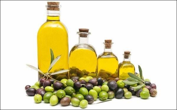 Bật mí công thức làm đẹp từ dầu oliu cho chị em