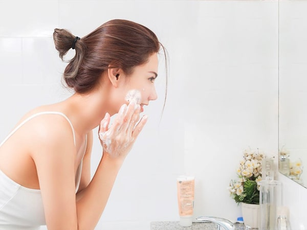 Top 3 loại sữa rửa mặt cho da nhạy cảm được khuyên dùng nhất