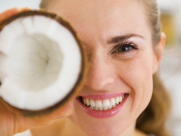 Cách sử dụng dầu dừa hiệu quả cho da căng bóng