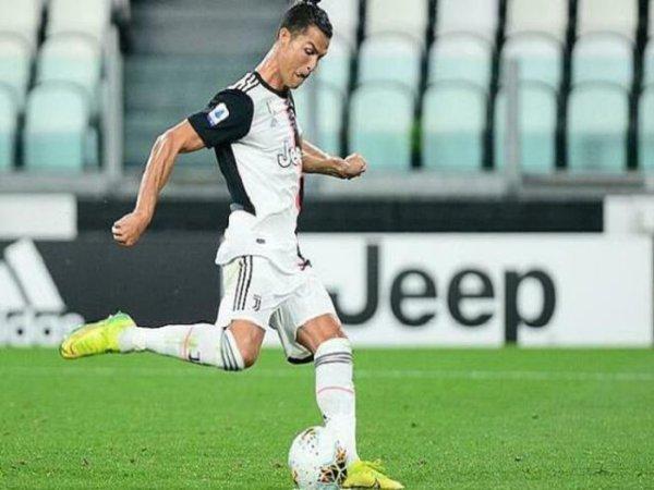 Ronaldo lập kỳ tích tuổi 35 giúp Juventus đại thắng