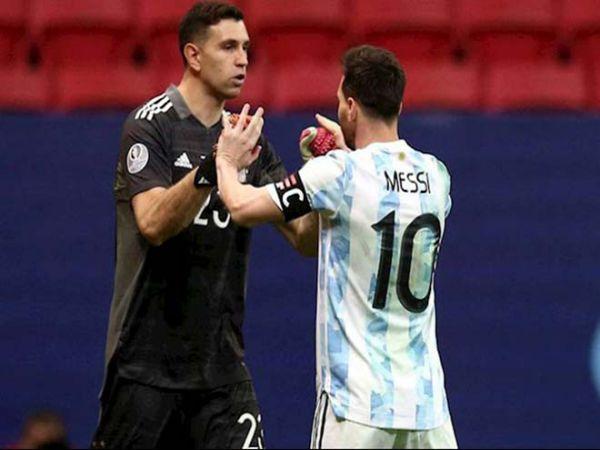 Tin bóng đá chiều 11/10: Messi ca ngợi Emiliano Martinez